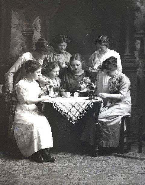 Victorian Tea Leaf Readers (Source: Pinterest)